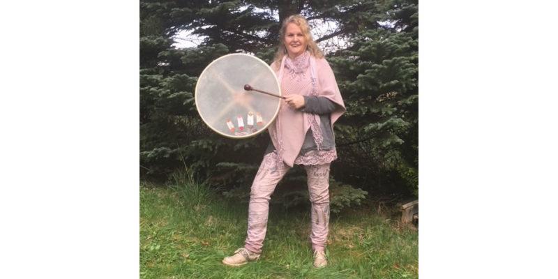 Energetische Lebensberatung Uta Devone mit Trommel